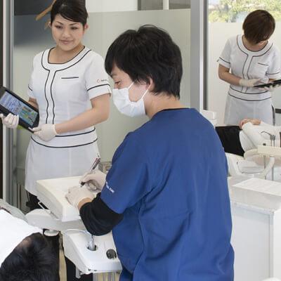 歯科医師 秋山